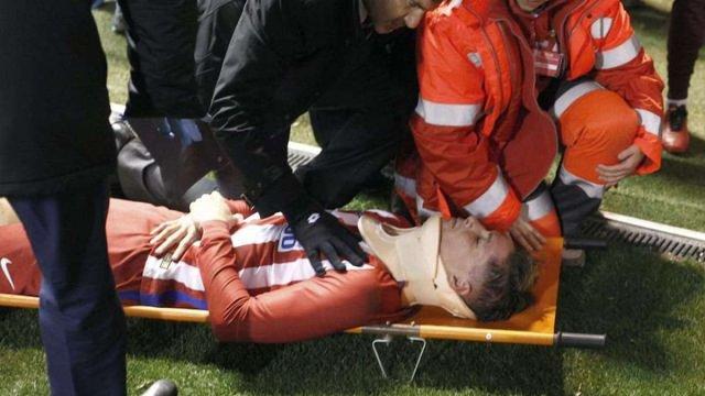 Нападник мадридського «Атлетіко» Фернандо Торрес втратив свідомість під час матчу
