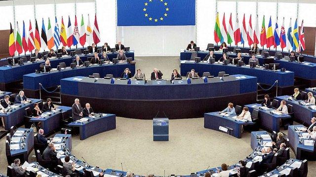 Європарламент вимагає запровадити візи для громадян США