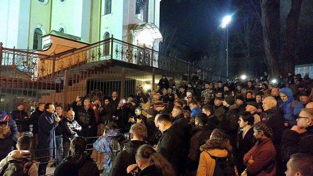 Активісти у Києві блокують суд і чекають початку засідання щодо голови ДФС Насірова