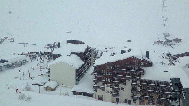У французьких Альпах лавина накрила десятки лижників