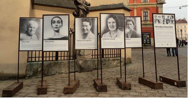 У Львові відкрили вуличну фотовиставку про жінок у науці
