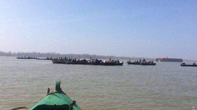 На Одещині рибалки перекрили Дунай, вимагаючи видачі дозволів на вилов оселедця