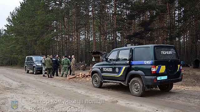 Поліція прислала на Волинь підкріплення для боротьби з копачами бурштину