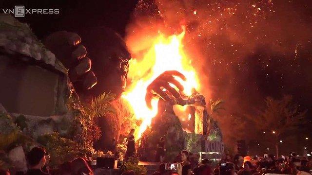 На в'єтнамській прем'єрі фільму про Кінг-Конга випадково спалили його п'ятиметрову статую