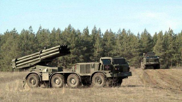 Українські військові проводять навчання в Луганській області із застосуванням РСЗВ «Ураган»