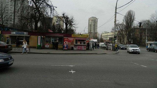 У Києві сталася стрілянина поблизу ринку, двоє чоловіків поранені