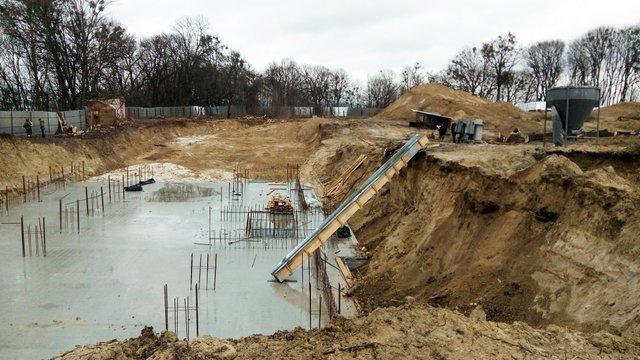 На будівництві поблизу парку «Знесіння» незаконно зрубали майже 200 дерев