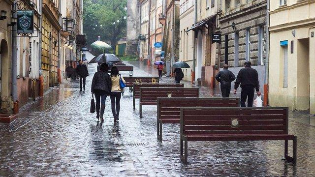 Пішохідну вулицю у центрі Львова озеленять деревами у контейнерах