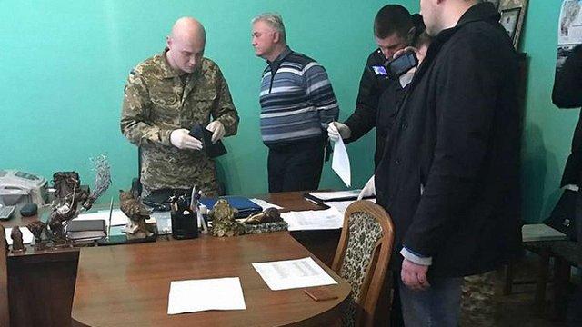 Начальника львівського СІЗО затримали на хабарі у понад ₴50 тис.