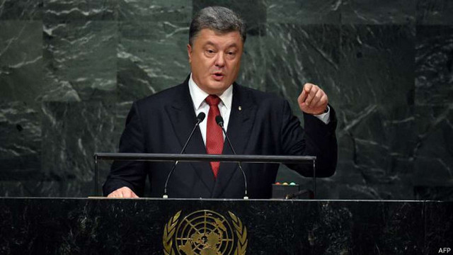 Порошенко запевнив, що в парламенті будуть депутати лише з українськими паспортами