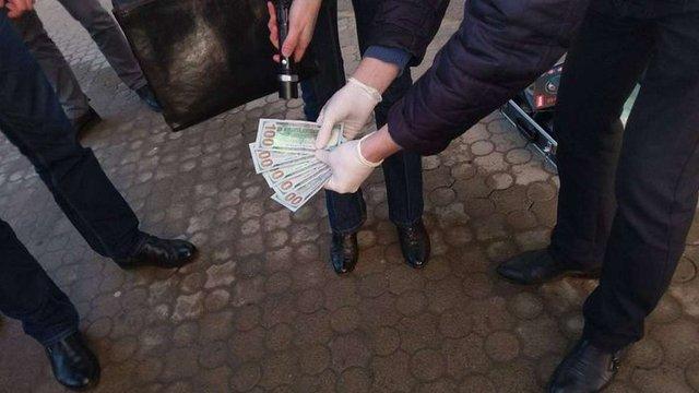 СБУ затримала на Львівщині поліцейського за вимагання грошей