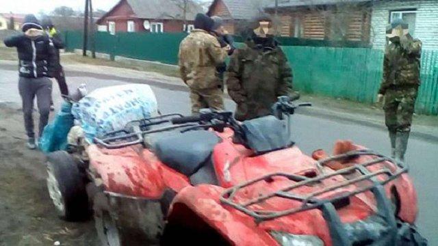 На Рівненщині копачі бурштину відібрали в поліції мотопомпу та погрожували фізичною розправою