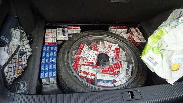 У «Краковці» затримали іноземця, який незаконно перевозив понад тисячу пачок сигарет