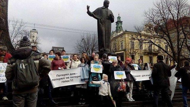 У Львові переселенці провели флешмоб з вимогою відновити право голосувати на виборах