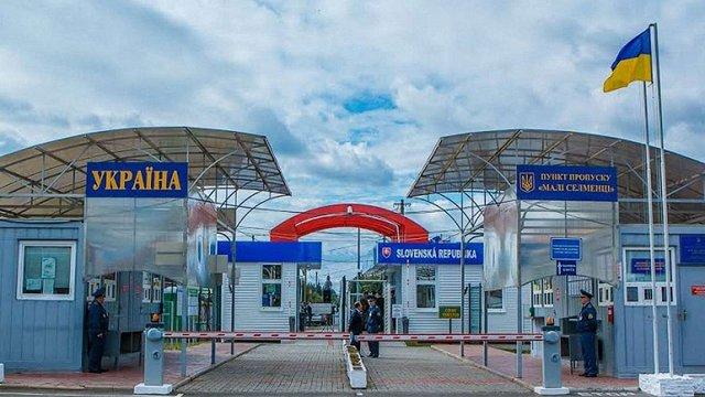 Словак намагався в'їхати до України на викраденому 14 років тому автомобілі