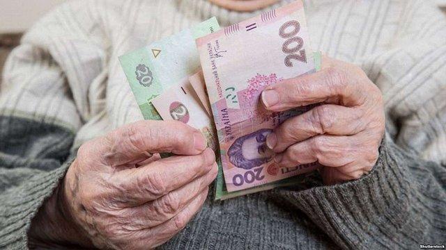 Пенсіонерка на Тернопільщині обміняла у шахраїв ₴40 тис. на порізану газету в конверті