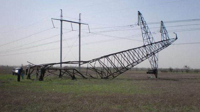 На Прикарпатті через крадіїв металу впала електрична опора стратегічної ЛЕП