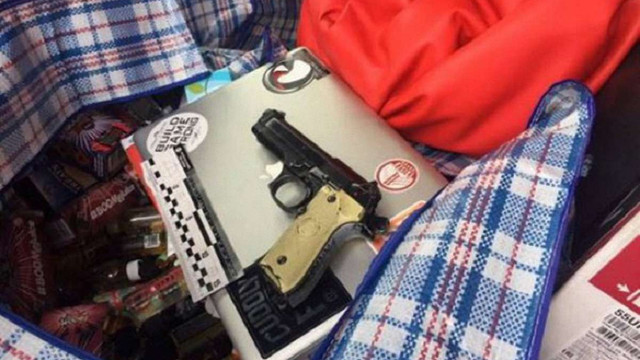 У Києві затримали двох зловмисників, які з іграшковим пістолетом пограбували магазин