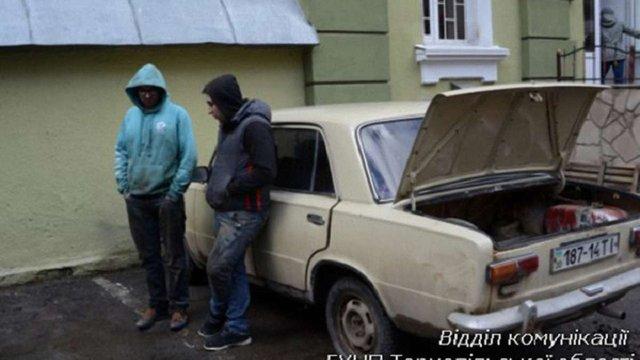У Тернополі студенти викрали 13 каналізаційних люків