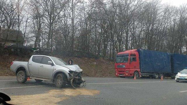 На об'їзній Львова через три ДТП ускладнений рух транспорту