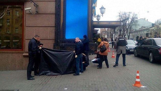 Тіло Вороненкова забрали на експертизу, його охоронця та вбивцю в лікарні пильнує поліція