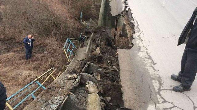 На автодорозі Ходорів-Жидачів обвалилася частина мосту через Дністер