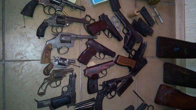 У Києві СБУ ліквідувала дві підпільні зброярні