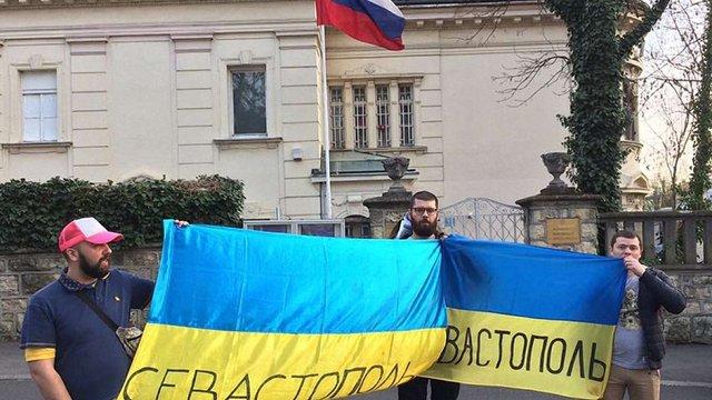 У Загребі під посольством РФ поліція затримала українських фанів
