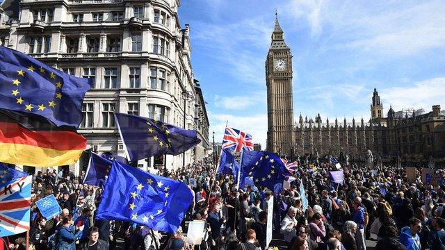 У Лондоні тисячі людей вийшли на мітинг проти Brexit