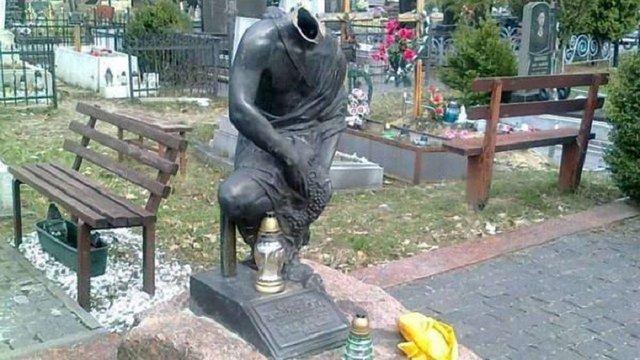 У Львові знищили пам`ятник на могилі відомого кримінального авторитета