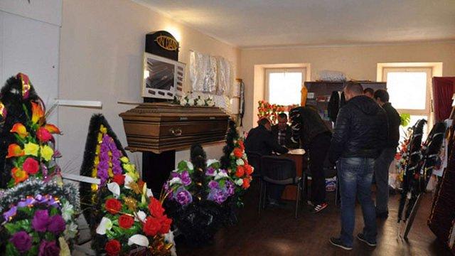 На Миколаївщині провели обшуки у десяти похоронних фірмах