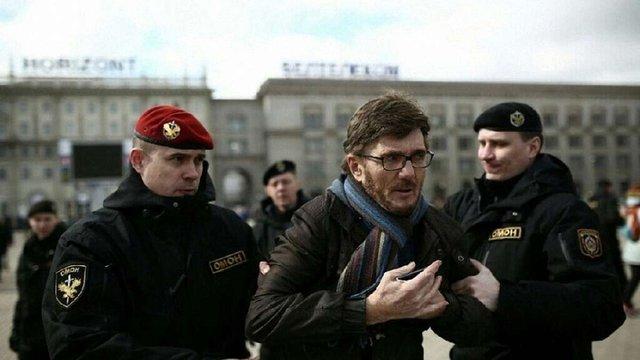 У Мінську міліція затримала учасників протесту, які вимагали звільнити затриманих у День Волі