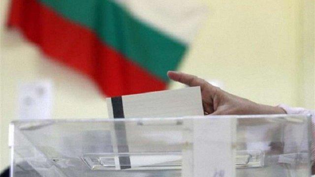 На парламентських виборах у Болгарії лідирує проєвропейська партія