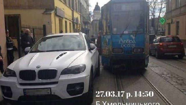 У Львові повідомили про замінування автомобіля