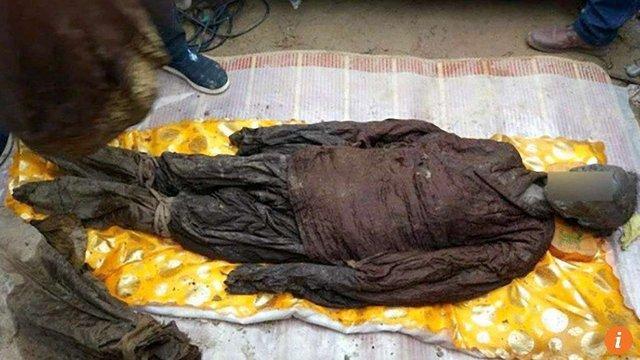 У Китаї будівельники знайшли дві кришталевих труни з тілами 500-річної давності