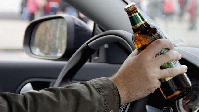 У Чернівцях патрульного поліцейського звільнили за кермування напідпитку