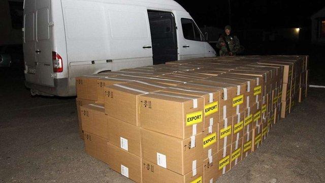 На Львівщині прикордонники виявили 100 тис. контрабандних пачок сигарет