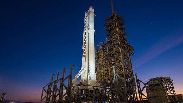 SpaceX вперше в історії здійснила запуск і посадку ракети з використаним ступенем