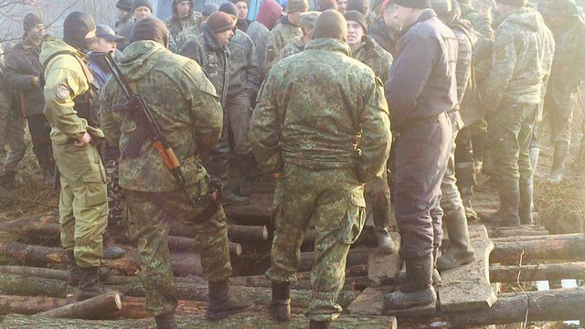 На Рівненщині копачі бурштину розвалили міст і заблокували підрозділ поліції
