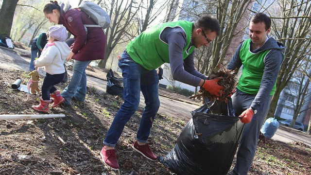 Львівські чиновники взяли участь у весняній міській толоці