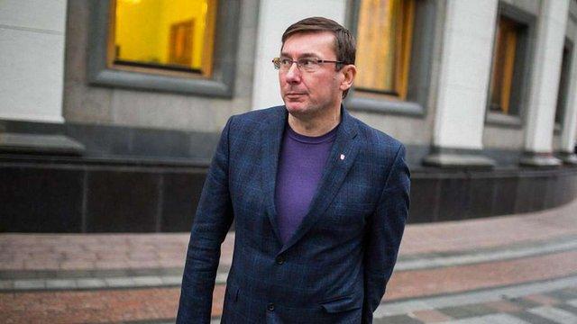 Луценко задекларував колекцію книг і викрадений автомобіль дружини