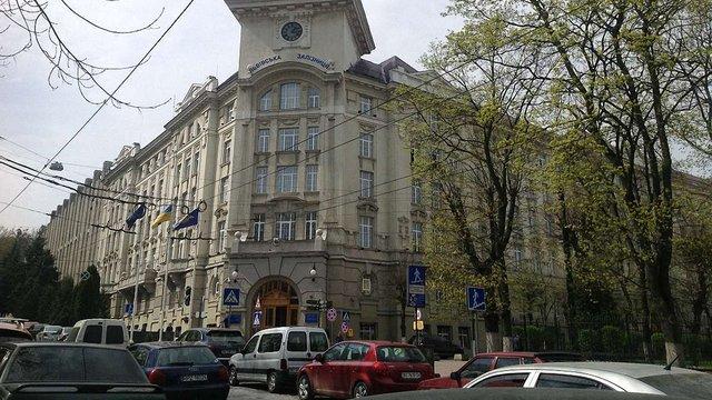 У головному офісі Львівської залізниці та штаб-квартирі Дубневичів проходять обшуки