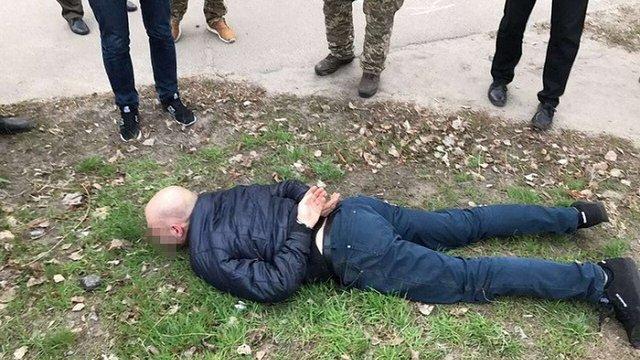 В зоні АТО один з керівників відділу поліції попався на хабарі за паспорти