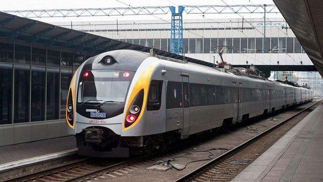 На великодні свята «Укрзалізниця» призначила додаткові поїзди до Перемишля