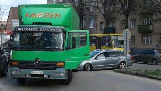 Поліція встановила особу львів'янина, який кинув автомобіль після ДТП