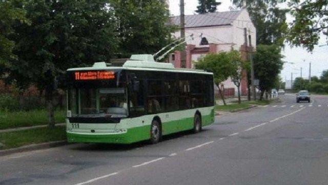 На великодні свята до львівських кладовищ курсуватиме більше транспорту