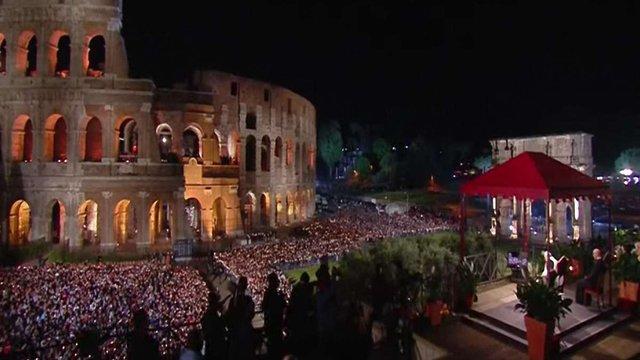 Папа Франциск провів Хресну ходу в Колізеї