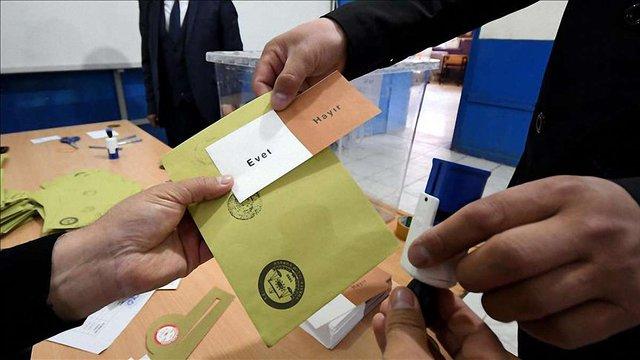 В Туреччині відбувається референдум щодо зміни форми правління