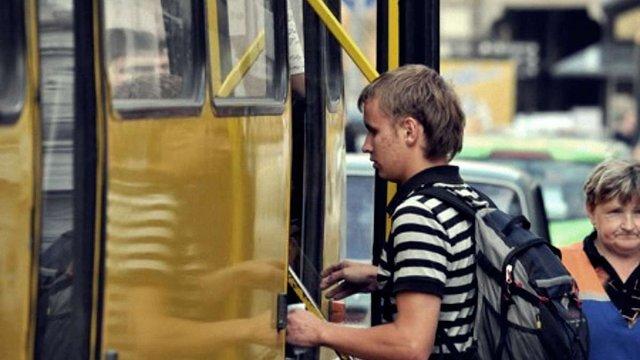 На Великдень у Львові на маршрути виїхала лише третина автобусів