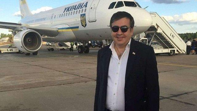 Саакашвілі скаржиться, що його брата виганяють з України